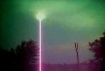 Foto scattata da un giovane con un telefonino raffigurante un fascio di luce immortalato  nei pressi di Cura Mostrapiedi in direzione Monte San Giusto(MC) il giorno precedente il ritrovamento del crop circle nello stesso luogo - Immagine reperita da Adriano Forgione
